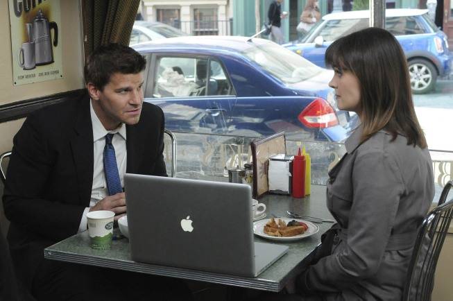 Brennan (Emily Deschanel) and Booth (David Boreanaz) research the mythical Chupacabra