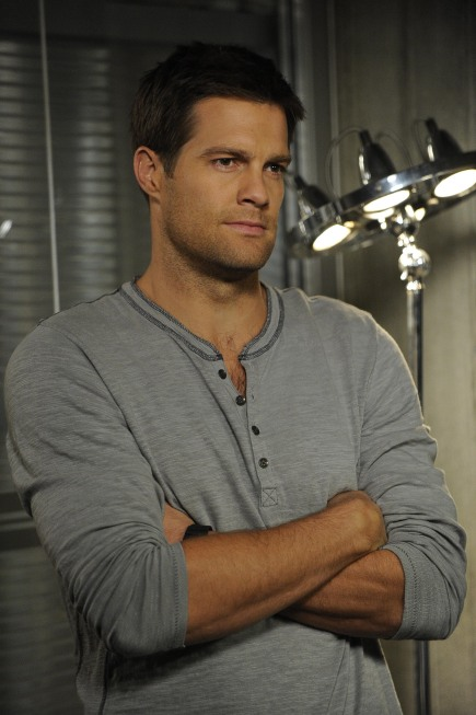 Geoff Stults guest-stars in the Finder