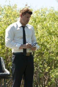 "BONES:  Booth (David Boreanaz) and Brennan travel to the Florida everglades to investigate a case in the ""Finder"" episode of BONES airing Thursday, April 21 (9:00-10:00 PM ET/PT) on FOX.  ©2011 Fox Broadcasting Co.  Cr:  Glenn Watson/FOX"