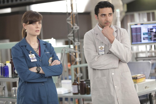 Temperance Brennan (Emily Deschanel, L) and Jeffersonian Intern Arastoo Vaziri (guest star Pej Vahdat, R)