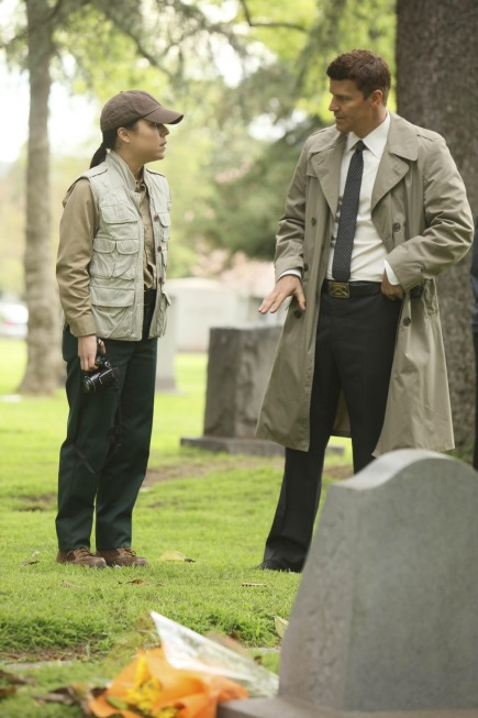 Booth (David Boreanaz, R) and Special Agent Genny Shaw (guest star Tina Majorino, L)